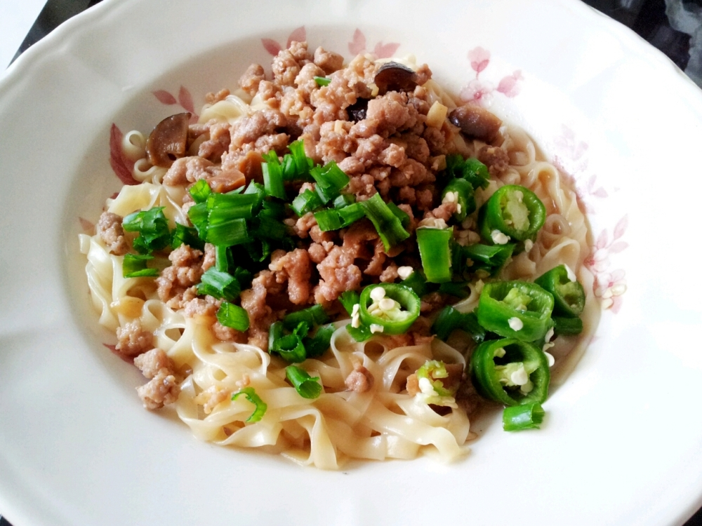 Homemade Hakka Mee, healthier option.