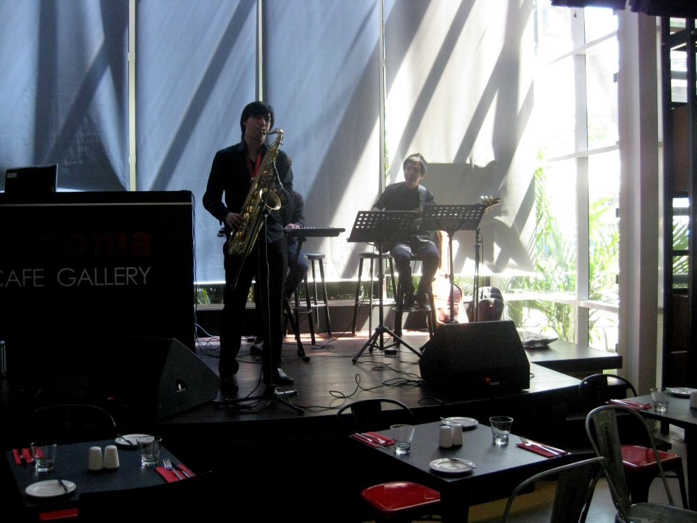 Jazz and good food on a Sunday afternoon, just perfect.