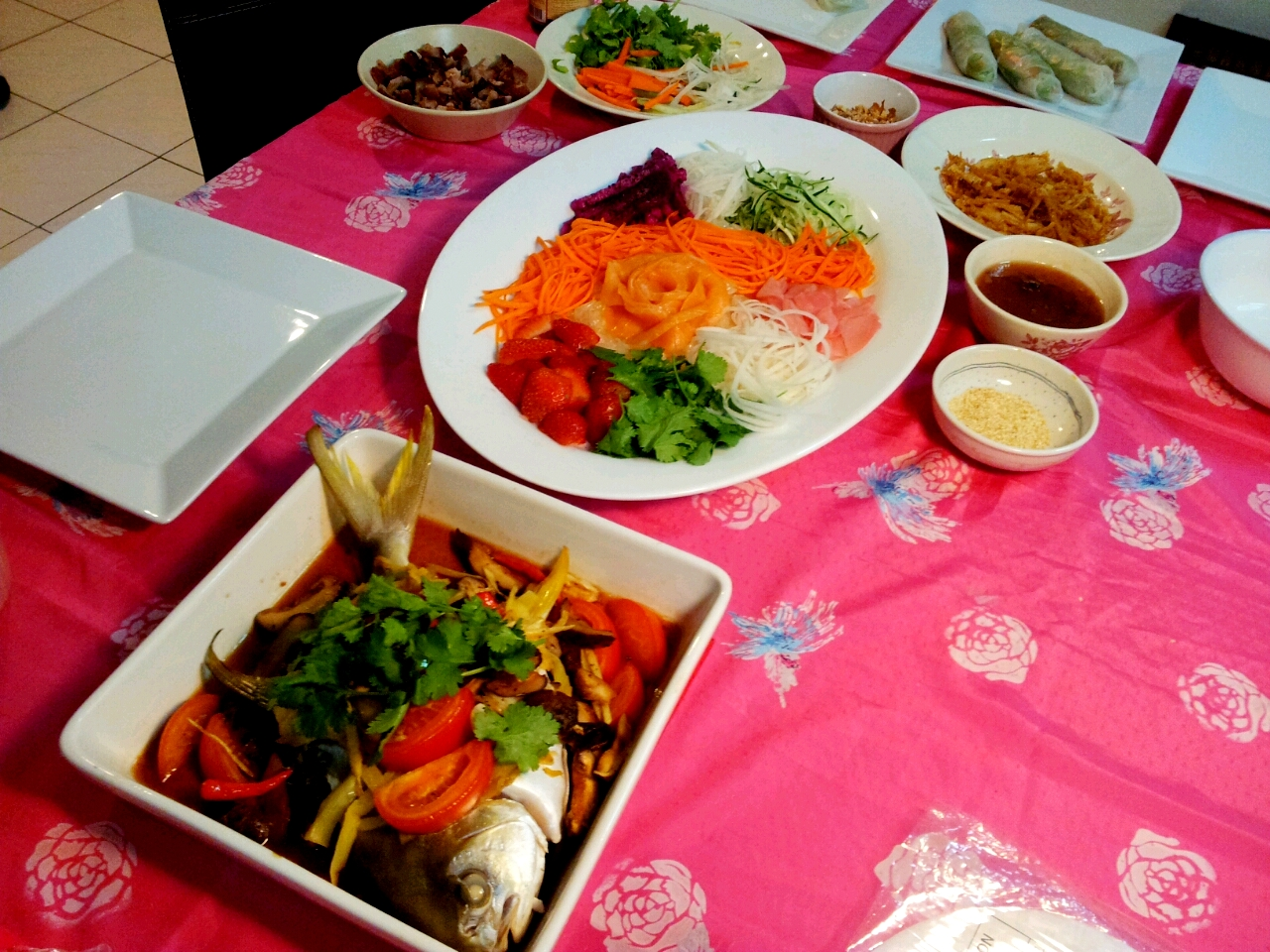 Chinese new year reunion dinner yee sang and teochew steamed reunion dinner spread forumfinder Image collections