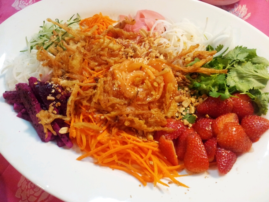 Yee Sang with all the toppings, ready to toss!