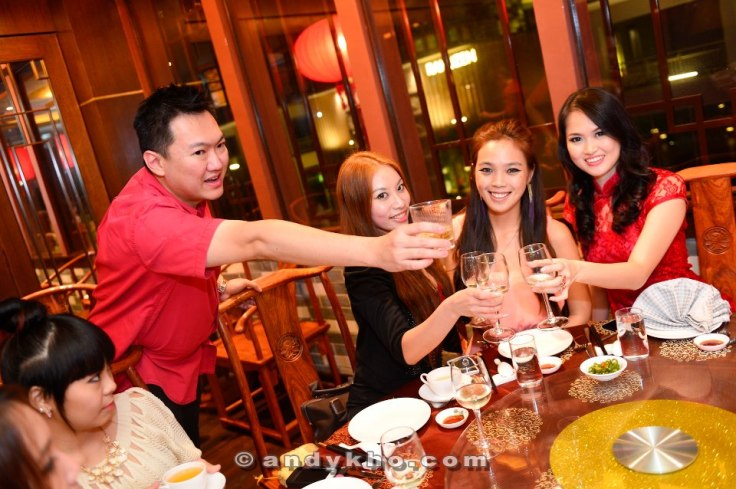 The Party Chicks + Tim Chew. Ashley (left) looked on somewhat disapprovingly? She was unwell that night though, poor thing.