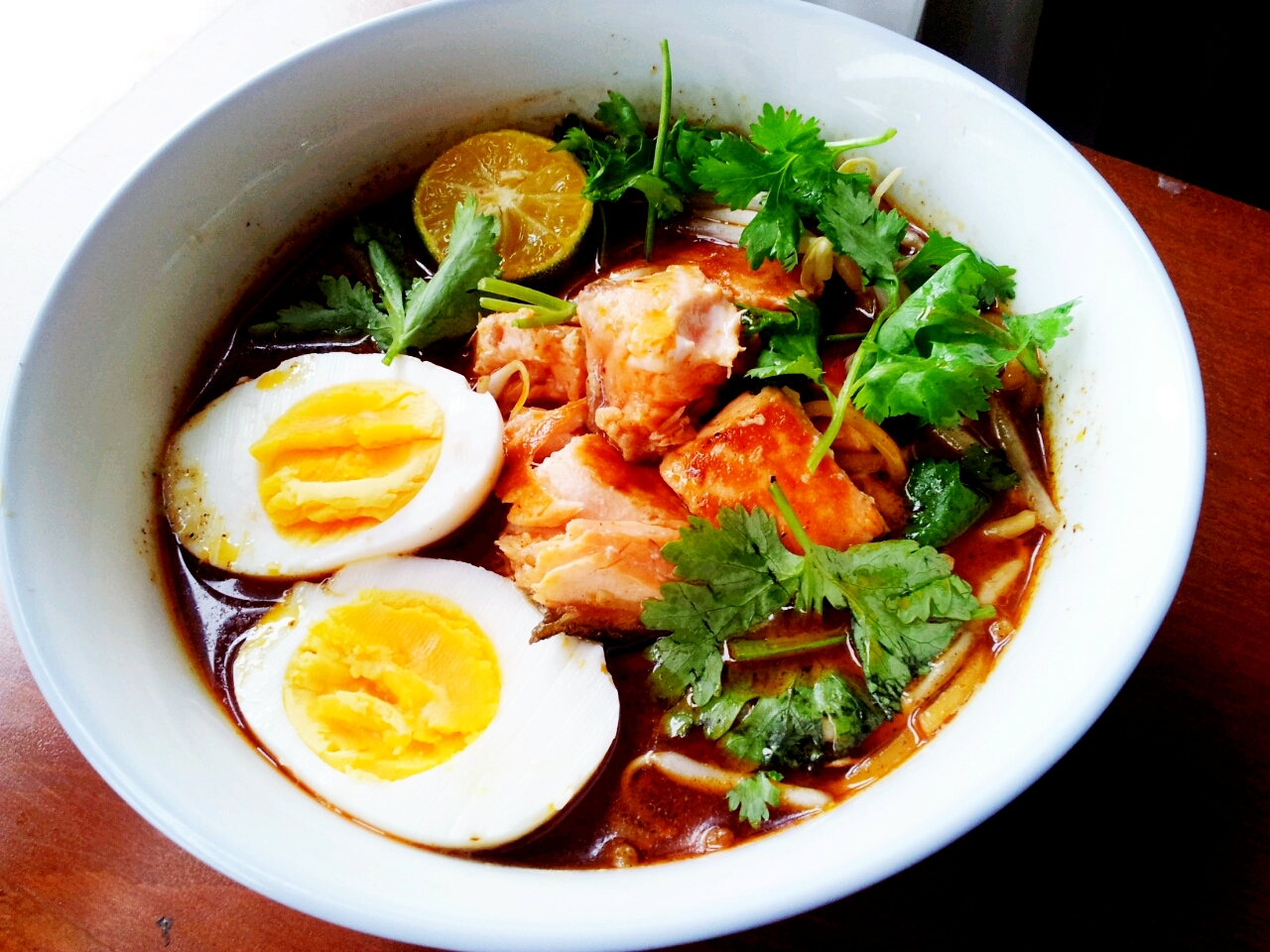 laksa sarawak How to eat laksa, malaysia's iconic noodle dish laksa sarawak: hailing from kuching in borneo and fishier than most, the sarawak variety of laksa does not use curry.