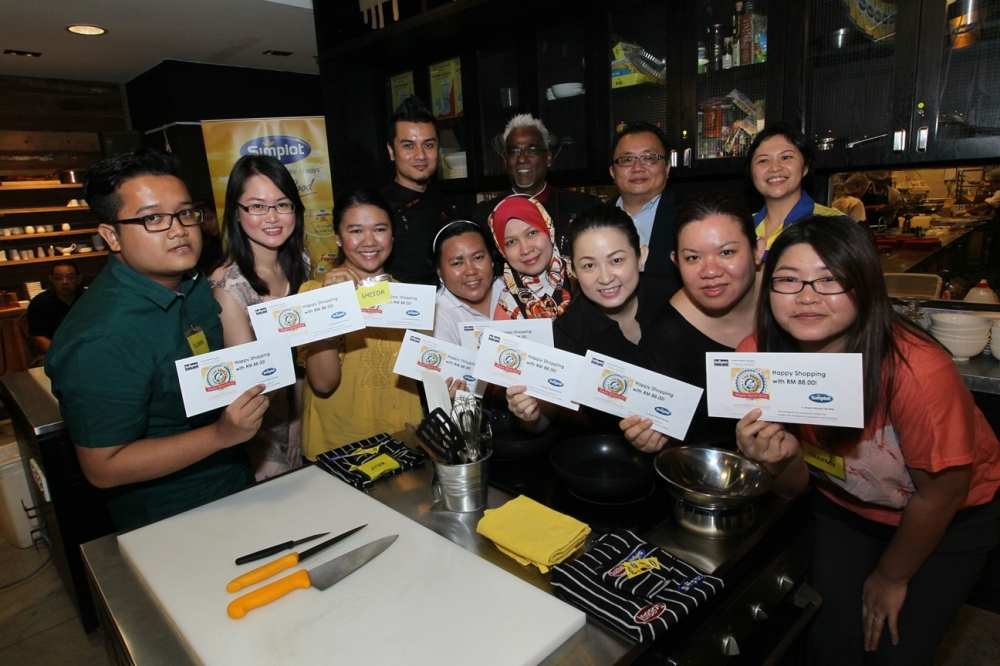The finalists with our RM88 cash for our shopping.