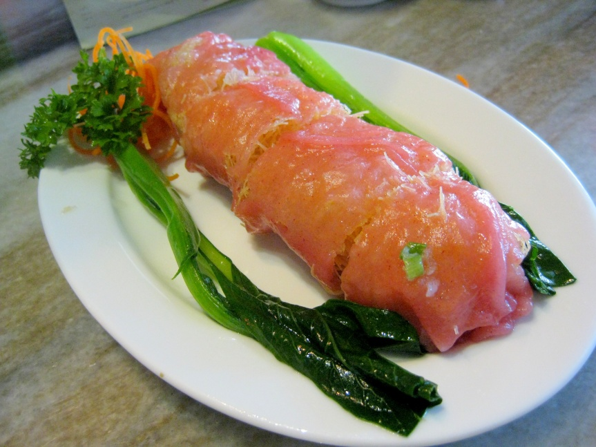 Fresh prawns in organic red rice roll