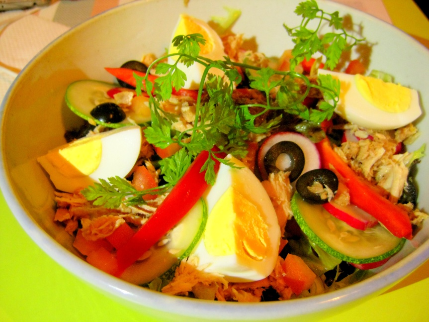 Nissarde Salad with Tuna & Anchovies