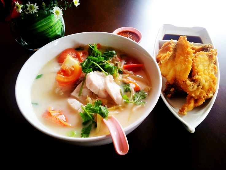 The classic Milky soup. With Poached Garoupa on the left, and some Fried Garoupa on the right.