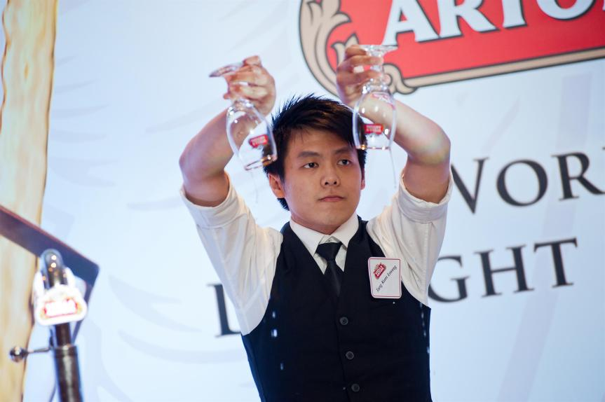 Stella Artois WDM 2013 (2):  1st Qualifier, Tang Kum Loong performs his winning Stella Artois 9-step Perfect Pour ritual in front of a live crowd.