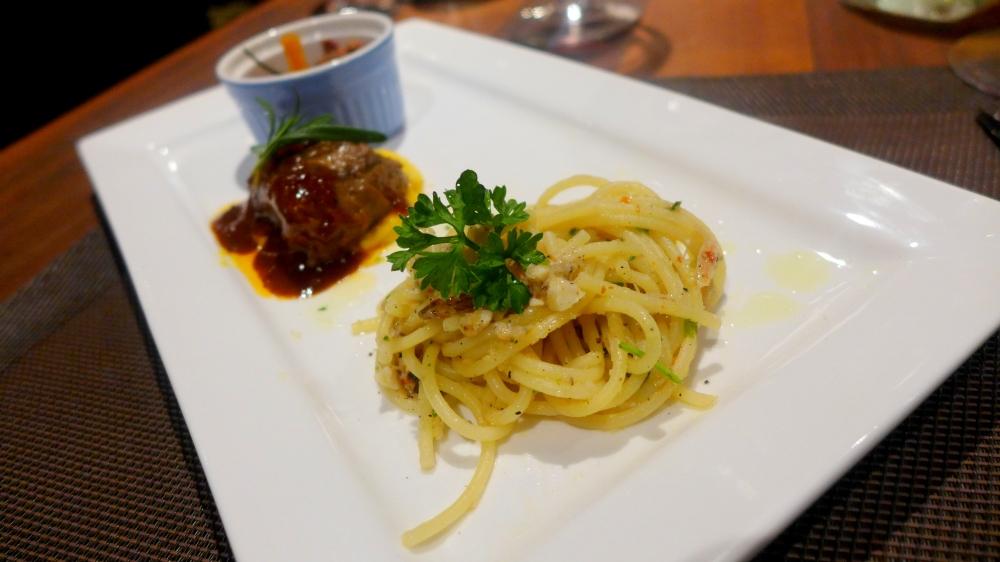 Crab Aglio-Olio Spaghetti (RM24 for full size)