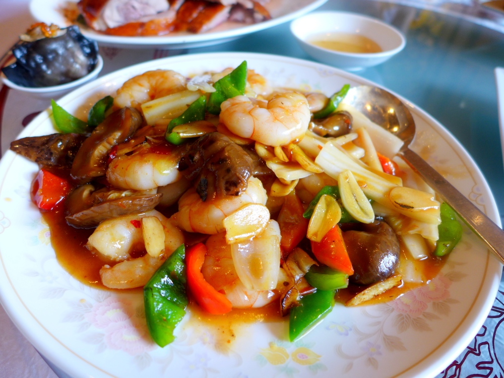 Skillet Shrimps with Capsicum and Mushrooms in Hot Bean Sauce