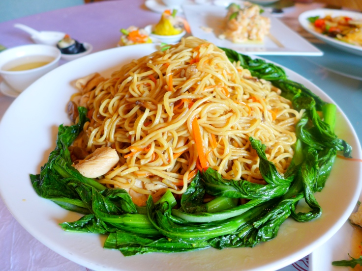 Stewed Ee Fu Noodles with Sliced Chicken and Shredded Mushrooms