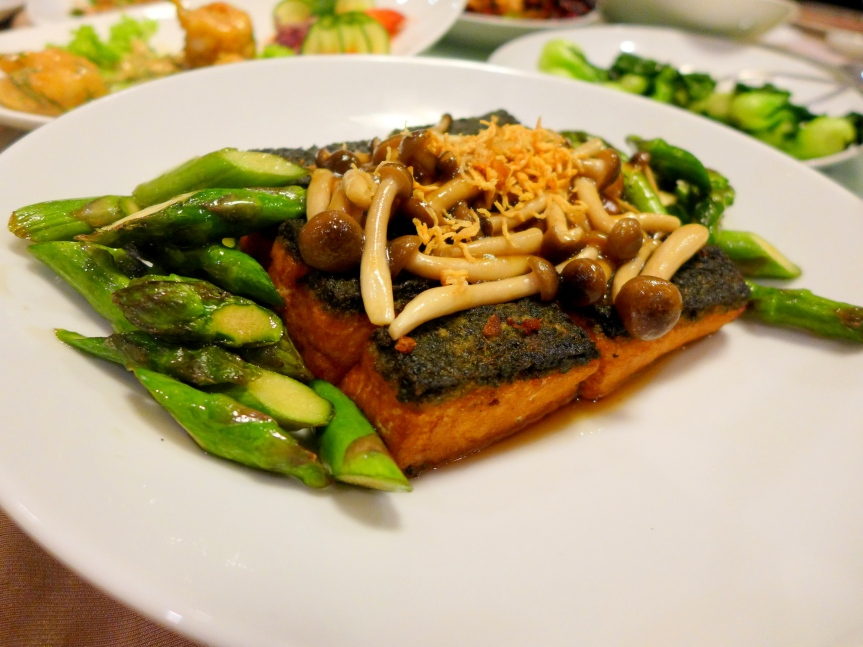 Spinach bean curd with sautéed asparagus and nameko mushrooms