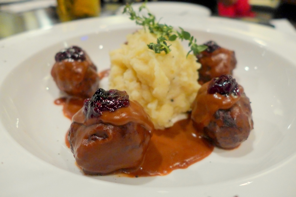 Meatballs & Mashed Potato served with Gravy and Mixed Berries jam - RM27.50