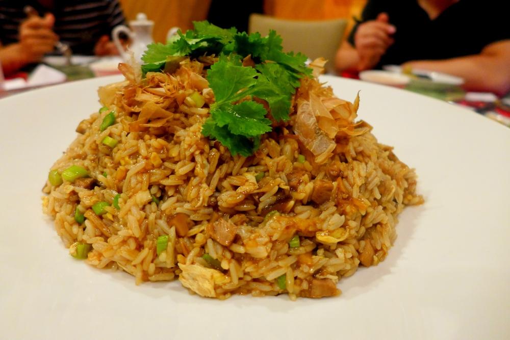 满屋生辉(鲍汁烧鸭干贝焖饭)Braised Rice with Roast Duck and Dried Scallop in Abalone Sauce.
