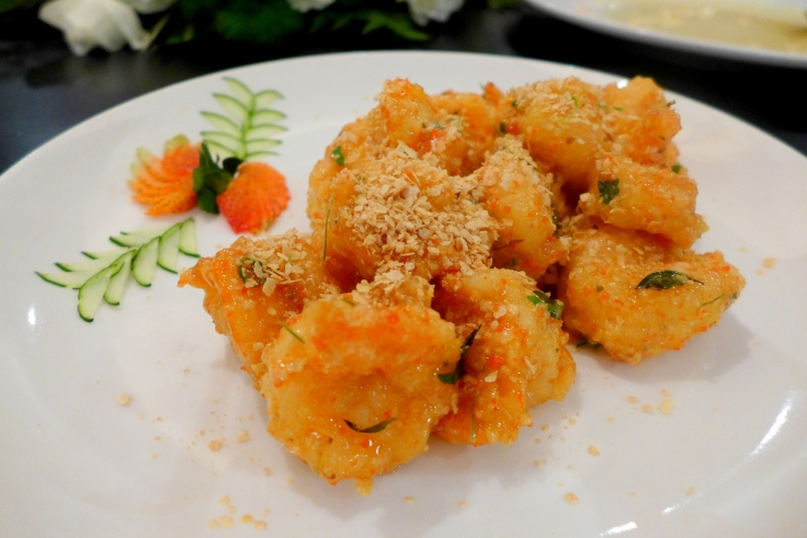 Sauteed Fresh Water Prawns with Butter and Corn Flakes (麦香明虾球)