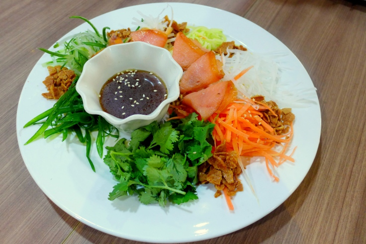 Salmon Yee Sang, complimentary with the set menu.
